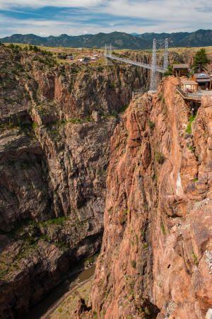 10 самых экстремальных пешеходных мостов на планете
