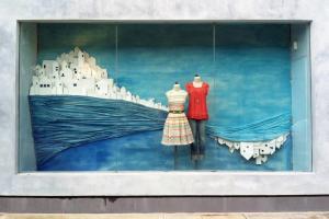 Искусство продавать: 12 крутых летних витрин