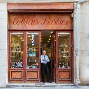 Paris Re-Tale: парижские фасады в снимках Себастьяна Эрра
