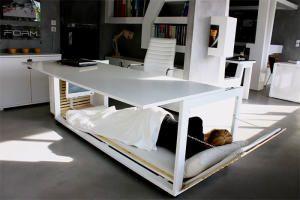 Как правильно ночевать на работе: стол-кровать от греческой Studio NL