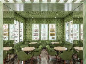 Prada открыли «фисташковую» кондитерскую в Милане