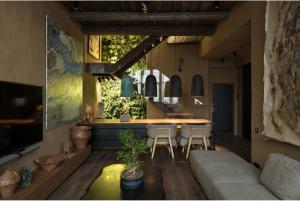 Для себя и своей семьи: интерьер квартиры Сергея Махно