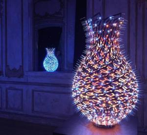 Светодиодные вазы от Moritz Waldemeyer
