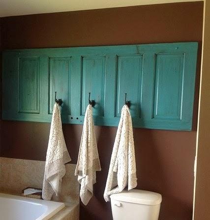 Та й без фотографій чи дзеркал старі двері непогано справляються з новою  для себе функцією. Двері перетворюються на узголів я ліжка d914dd268dab8