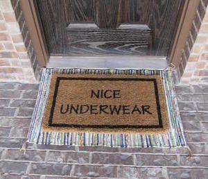 Асоциальные коврики для встречи незваных гостей